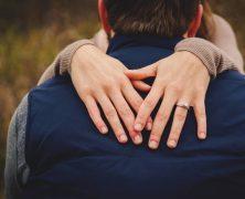Comment porter sa bague de fiançailles?