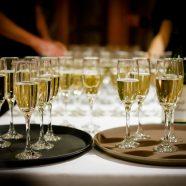 Votre guide pour porter un toast de mariage inoubliable – virtuellement !